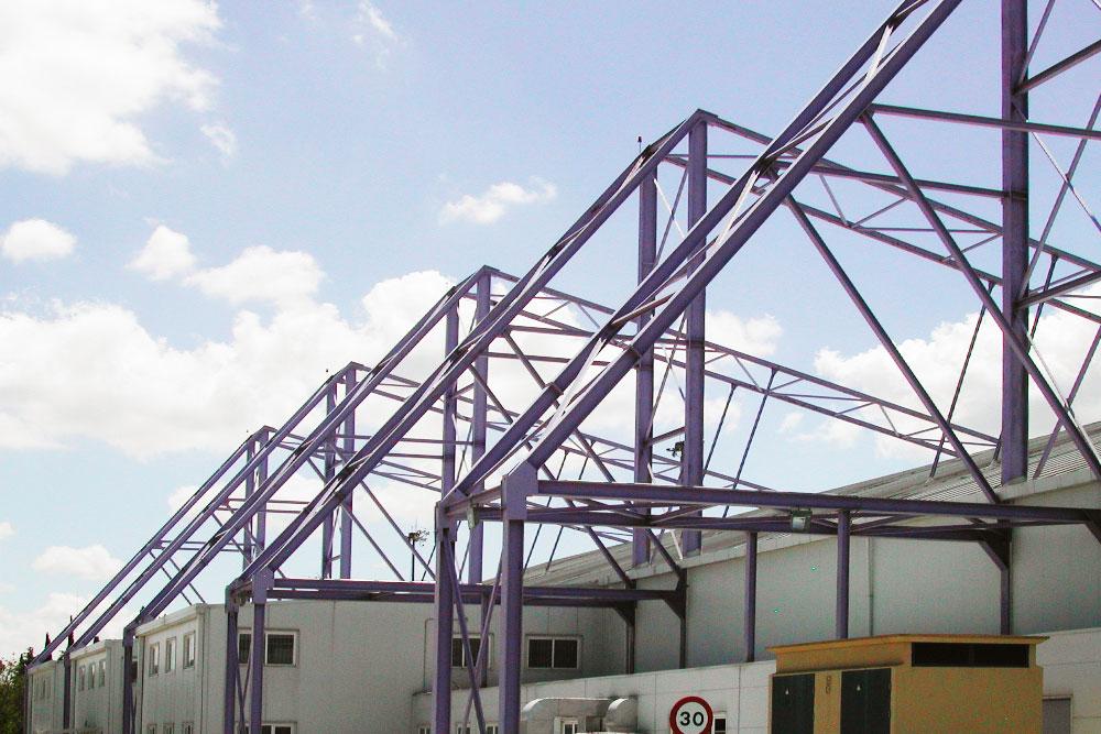 Construcción de estructura metálica en la Base Aérea de Getafe
