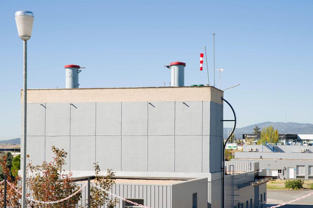 Trabajos de pintura y mantenimiento de fachada en edificio de ETAP Colmenar